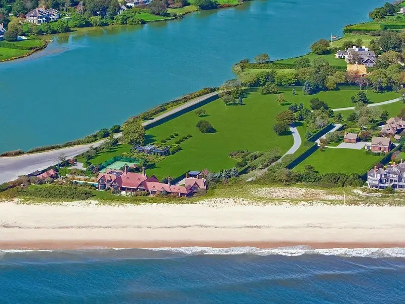 Wooldon Manor sits on the iconic oceanfront drive, Gin Lane.