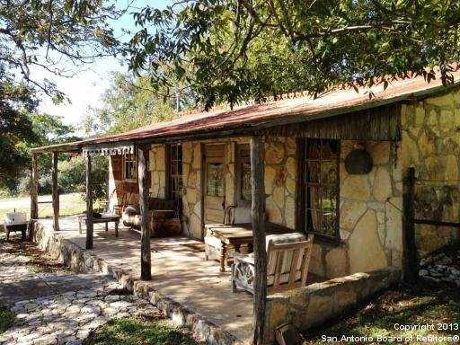 This Texas ranch comes with 18 structures.