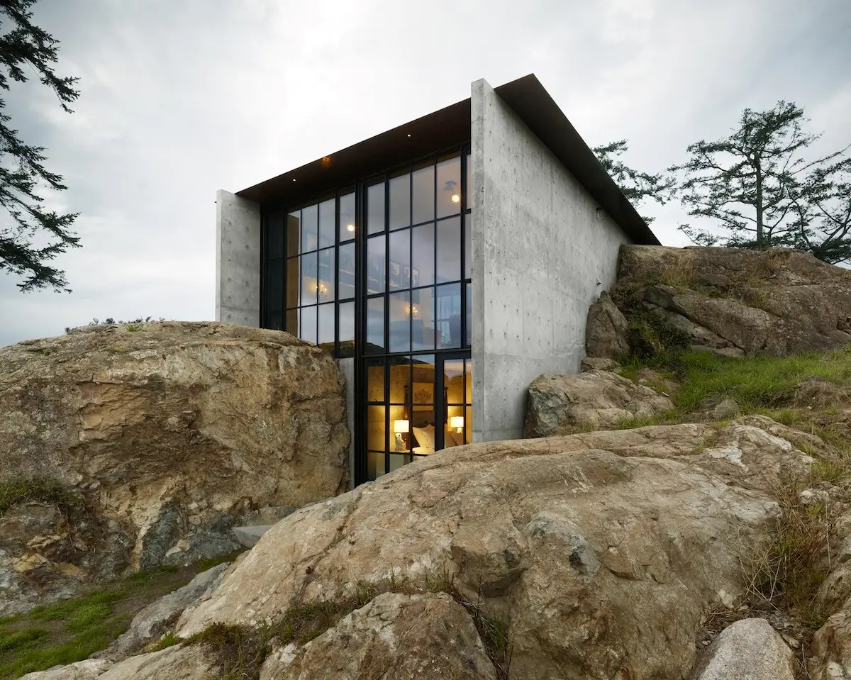 The Pierre house juts out of rock near the shore of Washington's San Juan Island, overlooking a wide expanse of the Pacific. A lawn system on the roof collects and recycles rainwater. (Olson Kundig Architects)