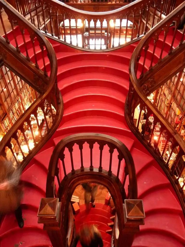 livraria bookstore portugal staircase