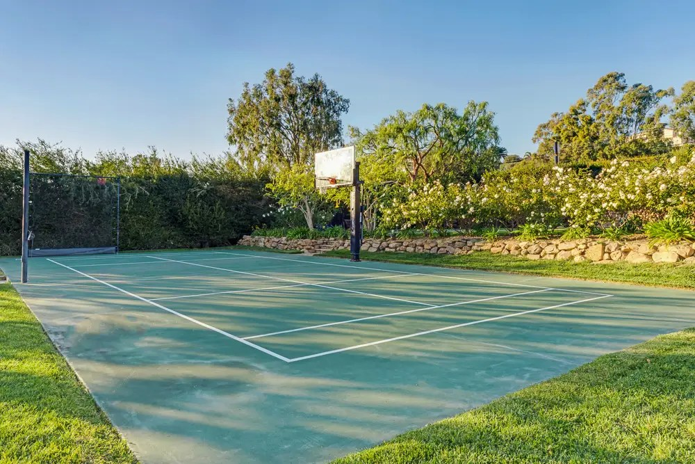 There's also a basketball/tennis court.