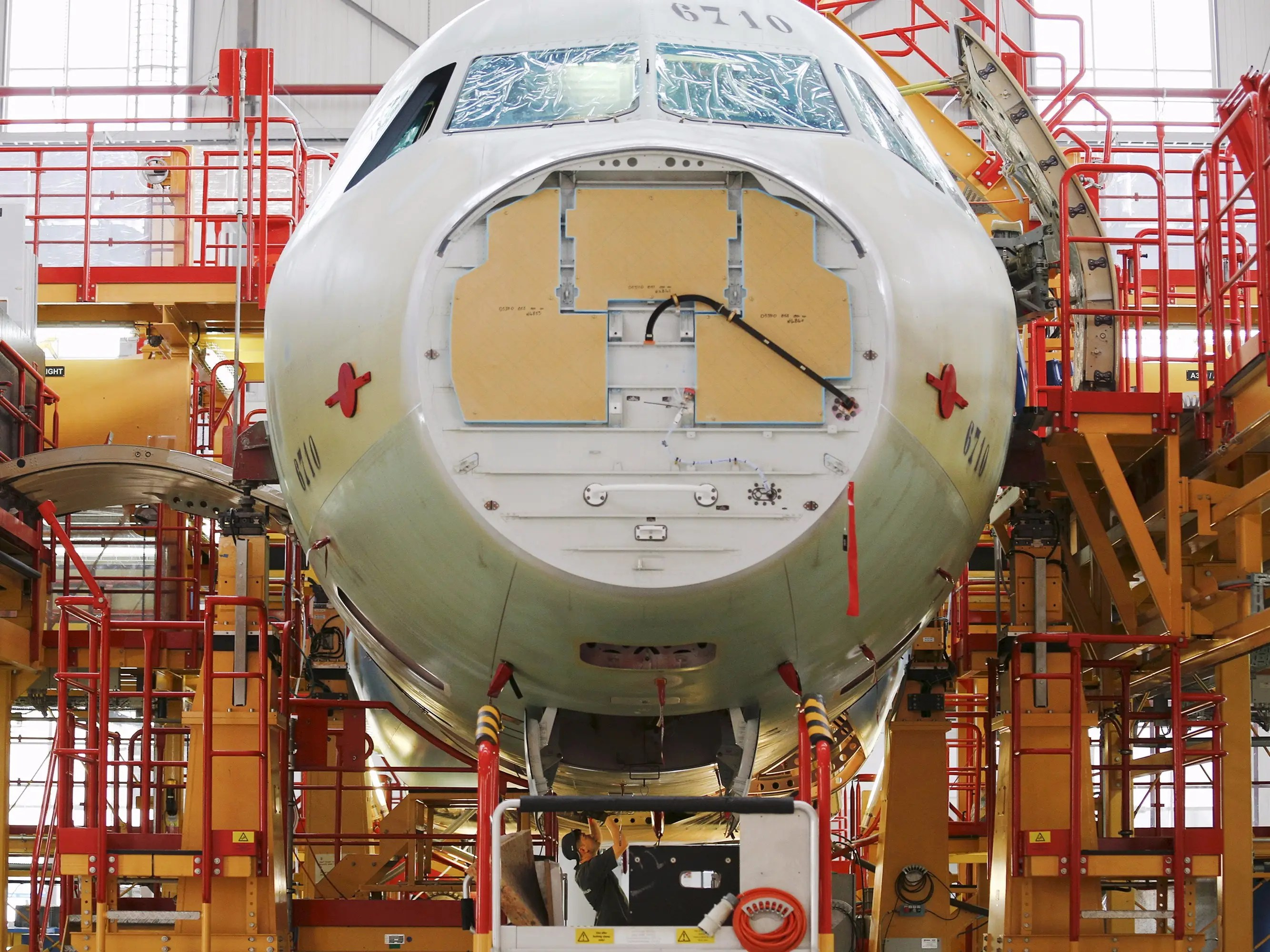 https://i0.wp.com/static2.businessinsider.com/image/55de1a55bd86ef1b008b624c/heres-the-chinese-factory-where-airbus-assembles-its-most-popular-plane.jpg