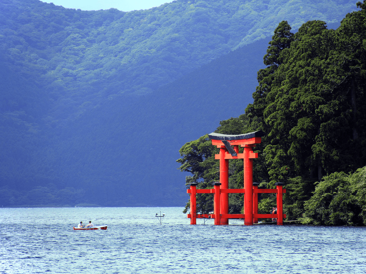 The town of Hakone is part of Fuji-Hakone-Izu National Park in Japan. The town offers travelers spectacular views of Mount Fuji, world-renowned hot springs and art museums, traditional inns, and architectural sites that make it a blissful escape from nearby Tokyo.