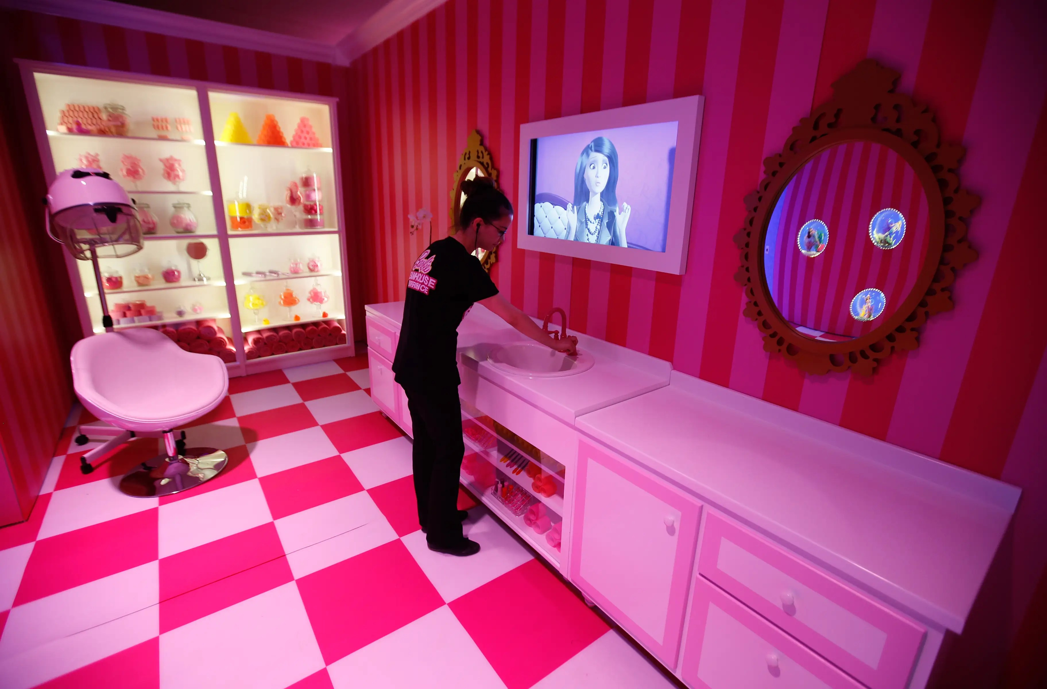 Vasca Da Bagno Barbie : Lotto barbie cucina con bambola armadio vasca da bagno