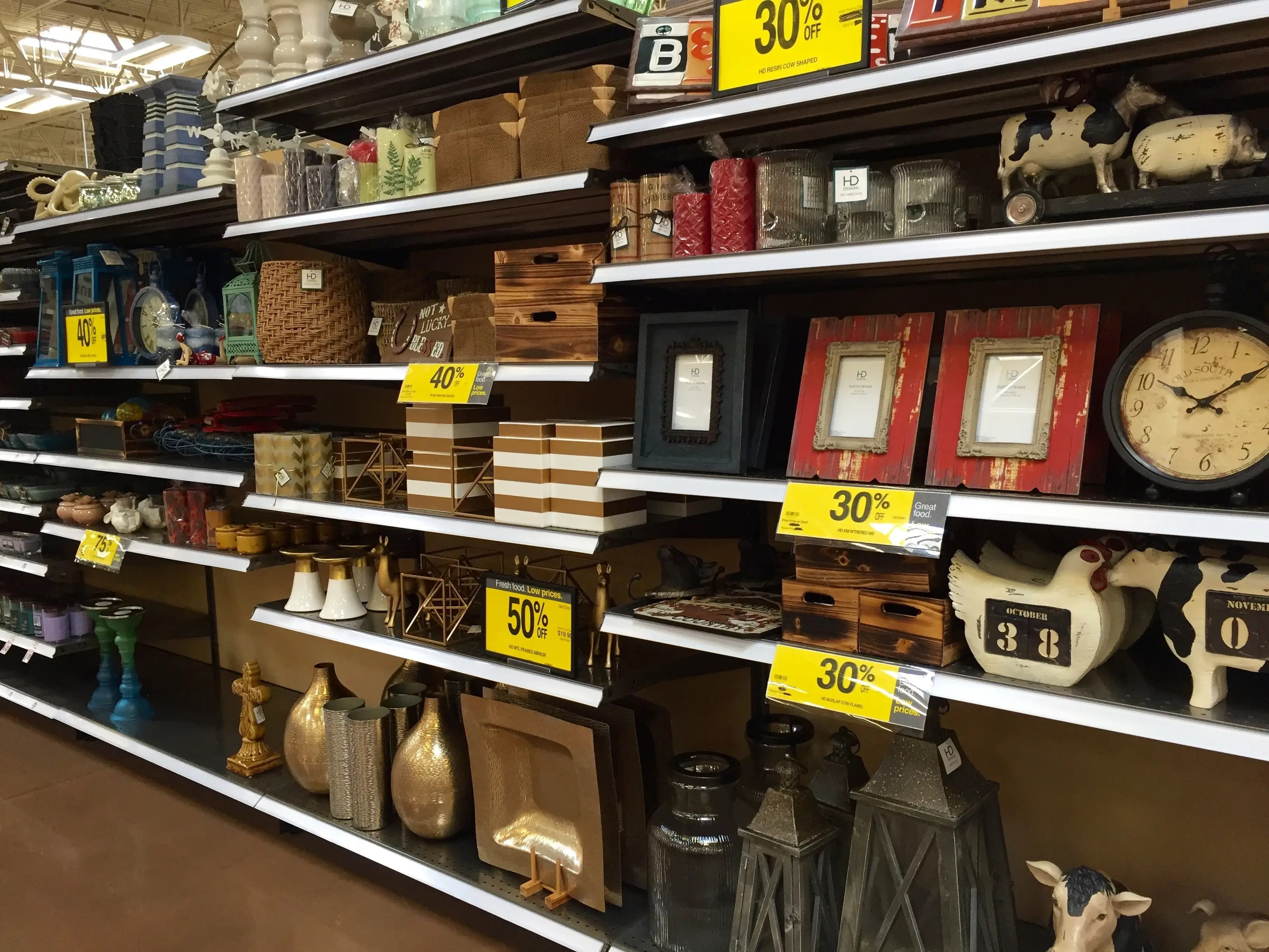 There are lots of decorative items like picture frames and vases ...
