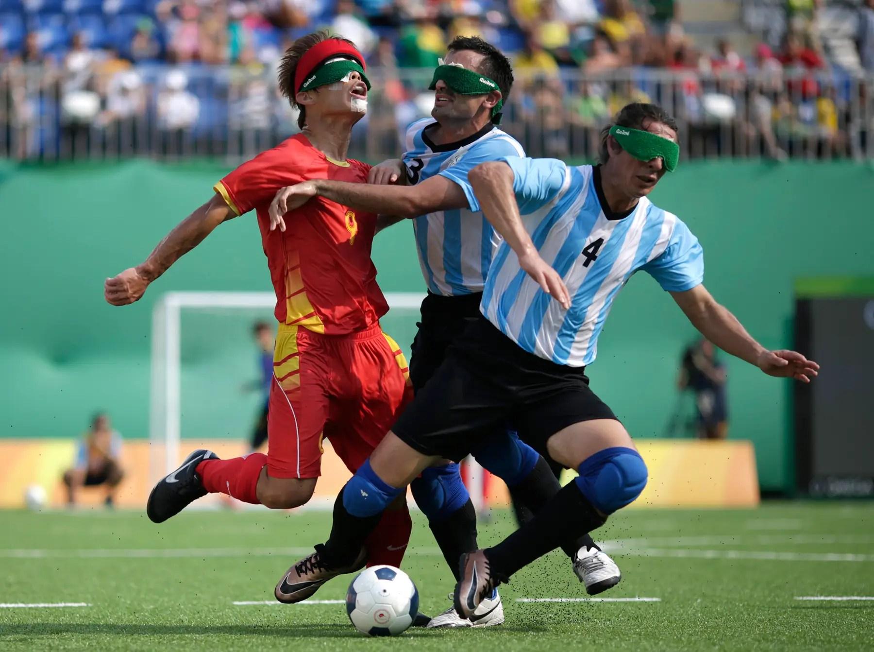 China y Argentina compiten en el partido por la medalla de bronce en el fútbol.