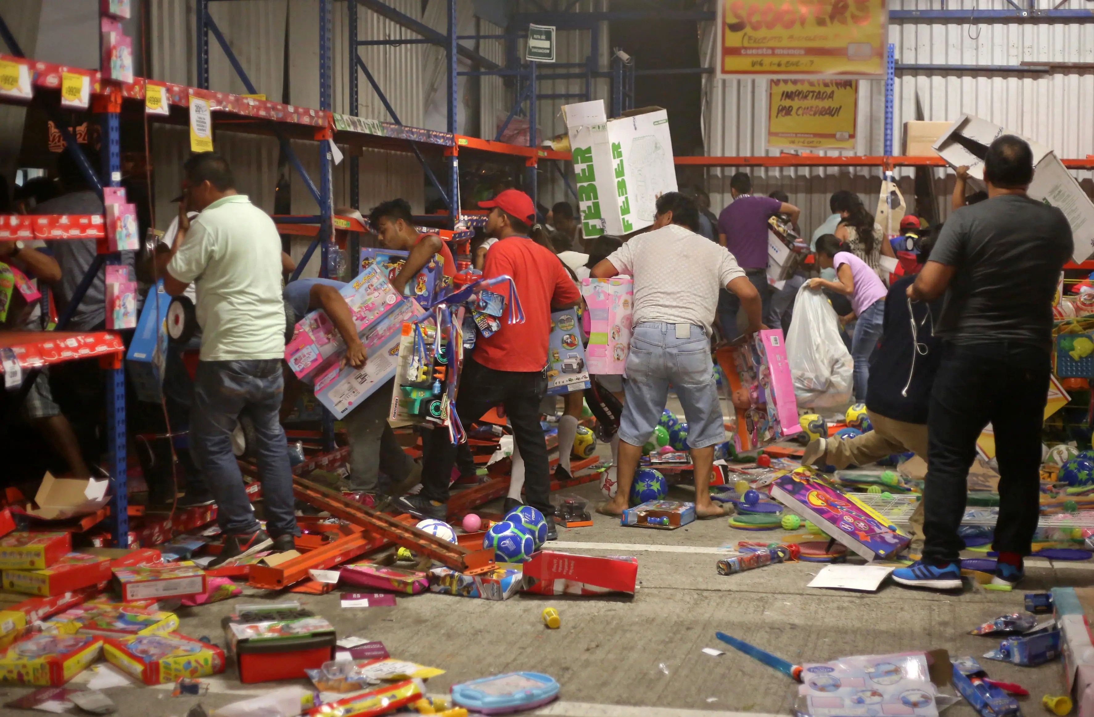 Mexico gas fuel price increase protest looting stores violence
