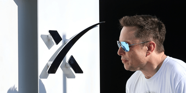 elon musk sunglasses spacex hyperloop 2017 08 28T011327Z_1686955217_RC1CD0271BB0_RTRMADP_3_SPACEX HYPERLOOP.JPG cool mirror shades