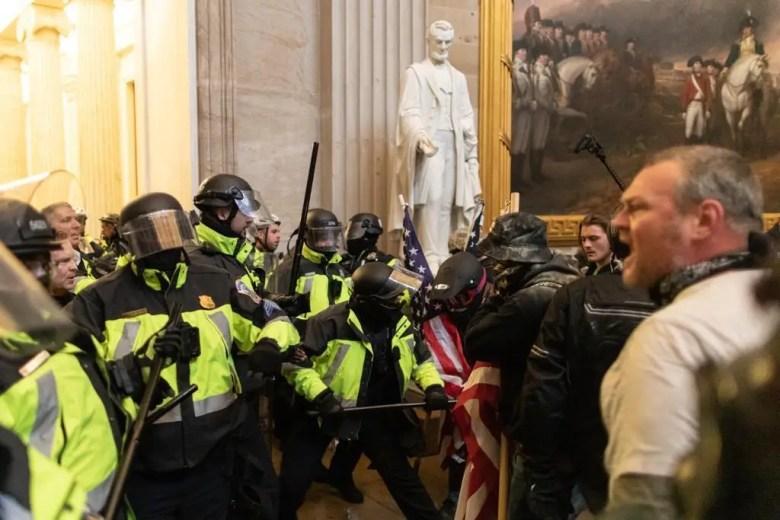 capitol hill police trump mob