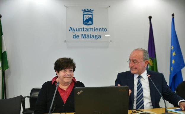 El alcalde de Málaga y la catedrática María Eugenia Aubet