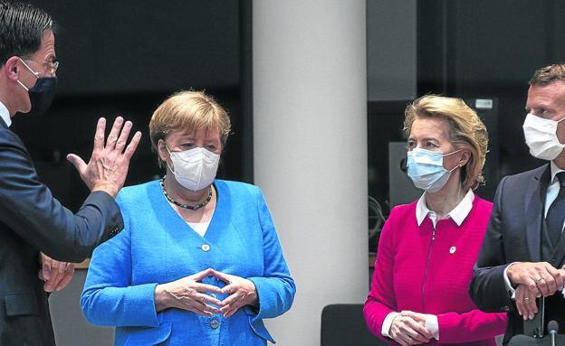 Dutch Prime Minister Mark Rutte yesterday in Brussels with Chancellor Angela Merkel, Commission President Ursula von der Leyen and French leader Emmanuel Macron.
