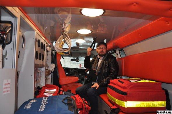 """Хазін: """"У цій машині є все необхідне для порятунку життя. За потреби за півтори години можемо доставити хворого у столичний """"Борис"""""""