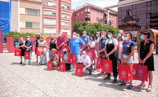 Merchants and residents of Santa Eulalia, during the protest held yesterday in the Plaza de Europa, just before the meeting with the mayor of the branch and the chief commissioner.