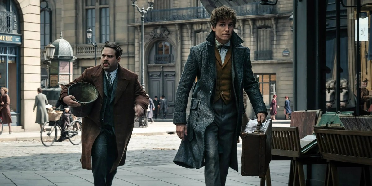Jacob-and-Newt-in-Fantastic-Beasts-The-Crimes-of-Grindelwald.jpg?q=50&fit=crop&w=738