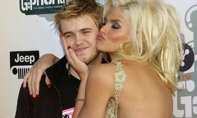 10 Celebrities Whose Children Committed Suicide