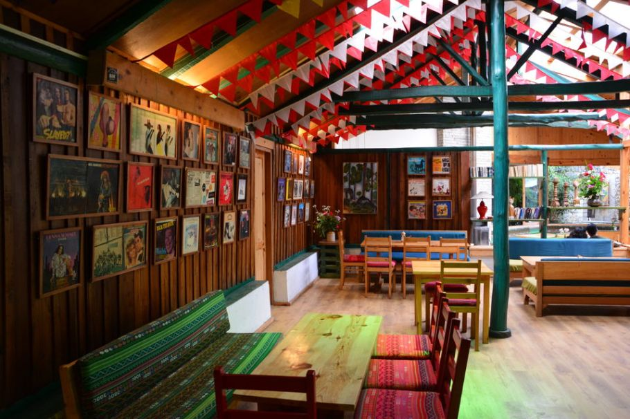 cafes in old Manali