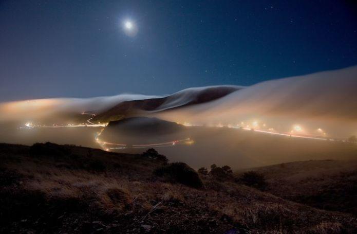 Sương xuống vào ban đêm ở Sausalito, California, Hoa Kỳ.