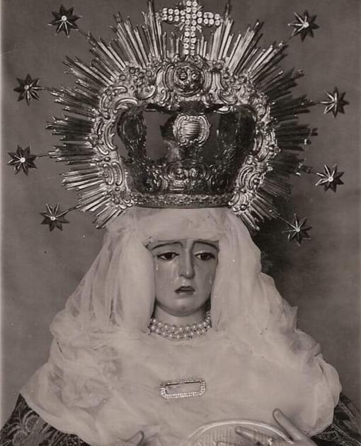 Fotografía antigua de la Virgen de los Ángeles con la corona 'de los Negritos'