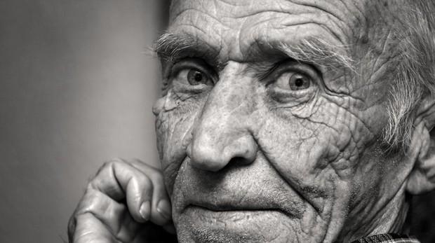 Los ancianos que viven solos son más pesimistas y tienen menos ...