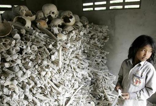 Al menos 2 millones de personas, una cuarta parte de la población camboyana, murieron por ejecución, trabajos forzados, enfermedad o hambruna durante los cuatro años que duró el régimen liderado por Pol Pot