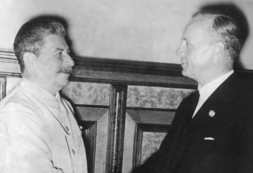 El saludo de Stalin y Ribbentrop