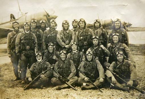 Unidad kamikaze fotografiada en noviembre de 1944