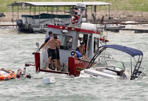 Embarcaciones en problemas durante el acto pro-Trump en el lago Travis