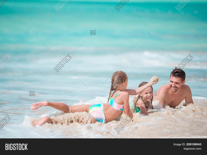 Enjoying father kids beach summer PowerPoint Template - Enjoying ...