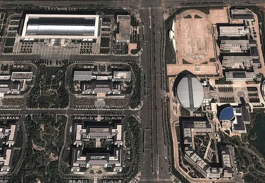 Chenggong has two new universities, both of them which look mostly empty.