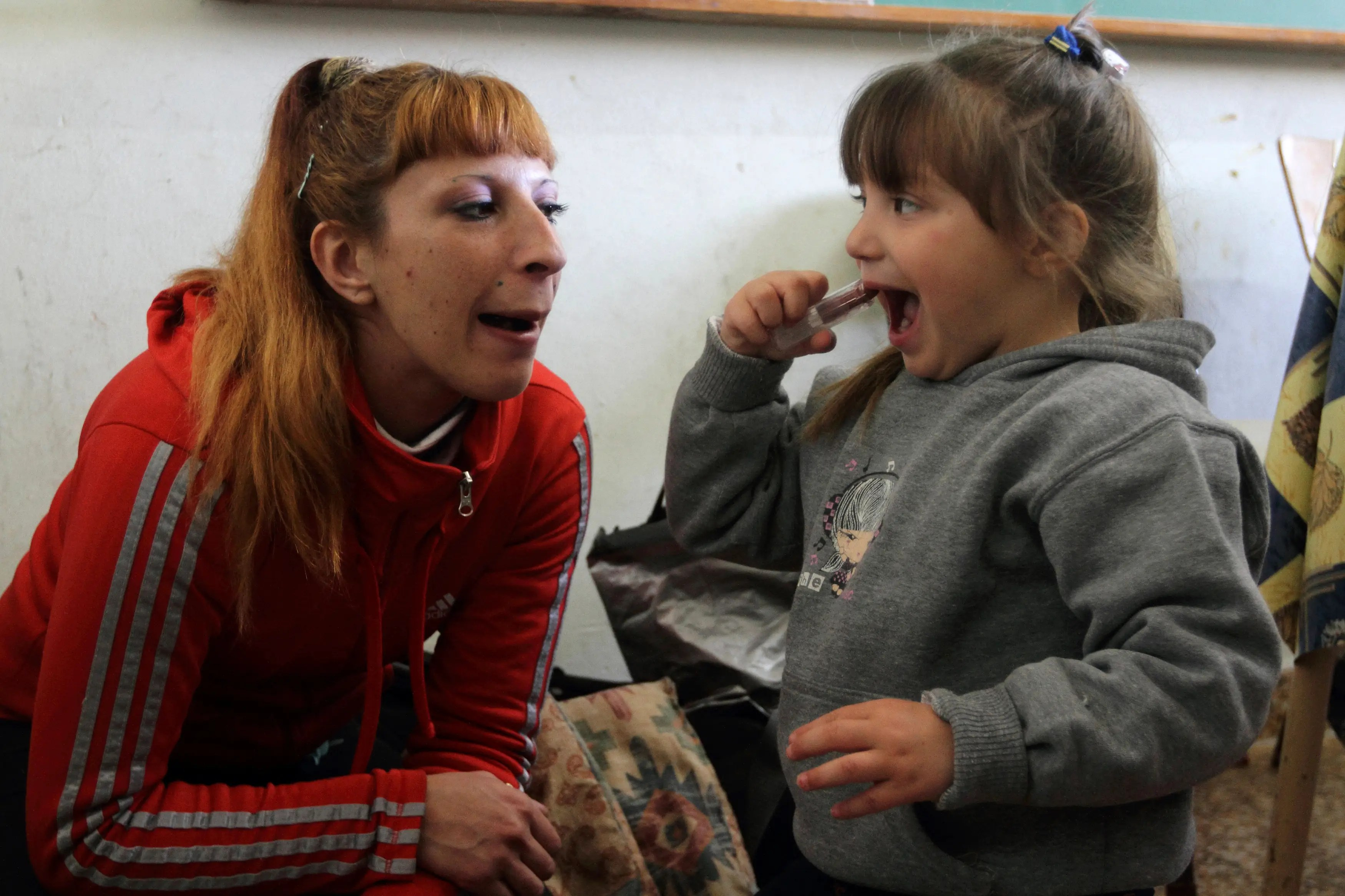 Cigara, who admits that she is a drug addict and wants treatment from the prison system, gave birth to Milagros during her first jail term.