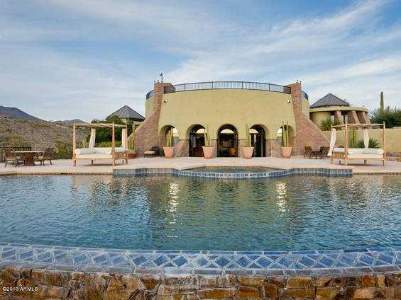 Here's a crater-inspired oasis in the middle of the Arizona desert.