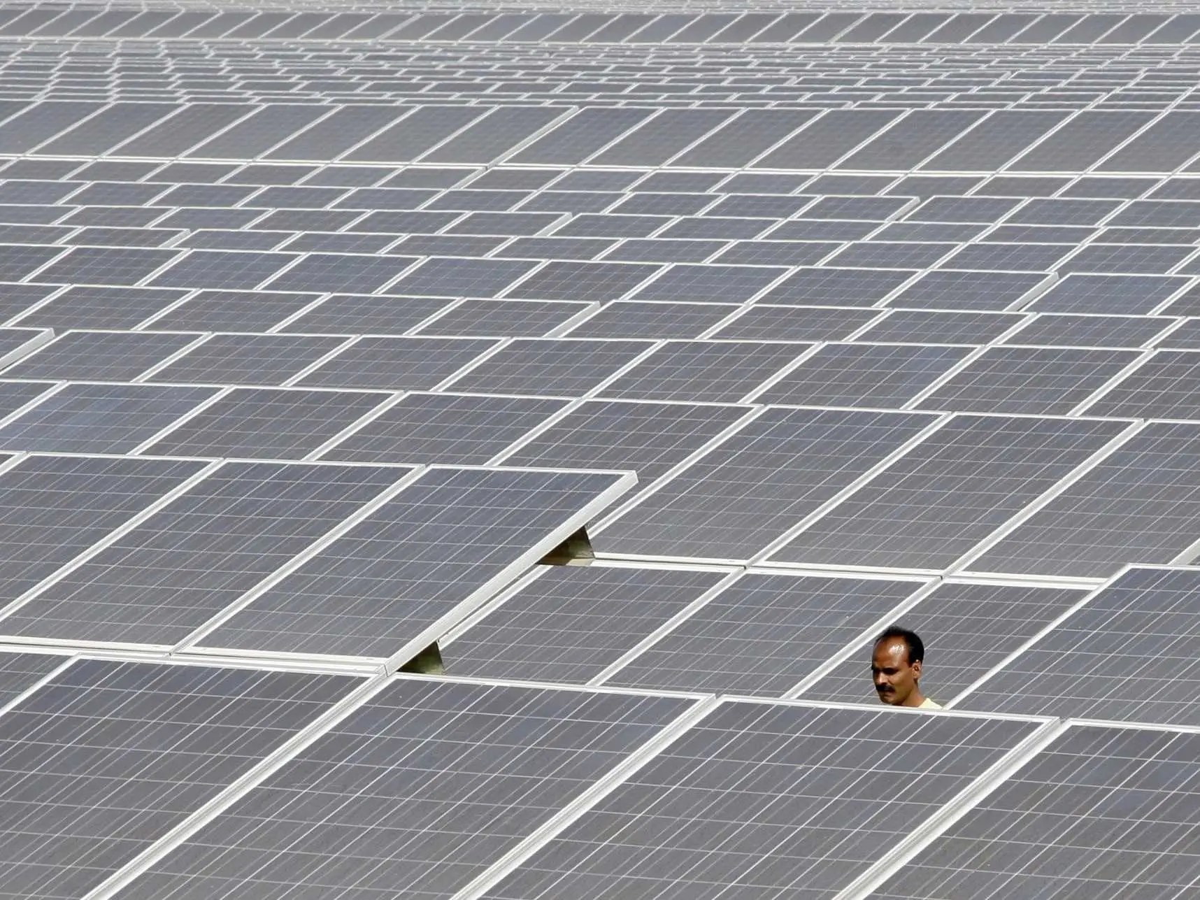 India Building World S Largest Solar Plant