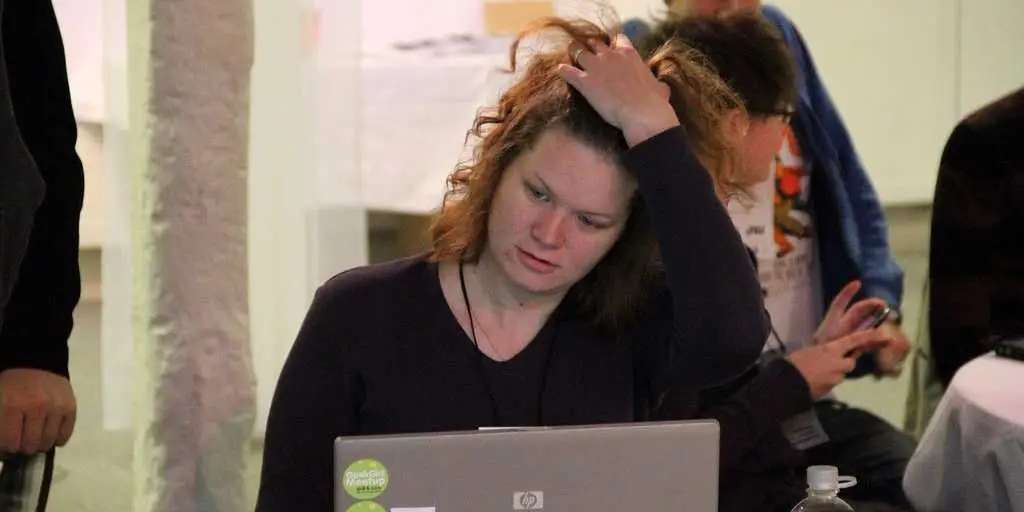 Confused laptop woman