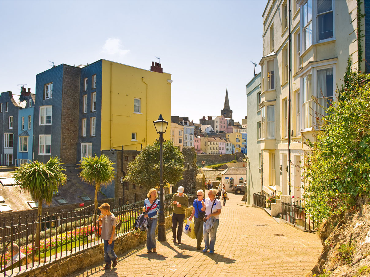 In the seaside town of Tenby in southern Wales, visitors can enjoy pristine beaches and cobblestone streets lined with restaurants, shops, cafes, and pubs. The historic walls of the medieval town still stand today.