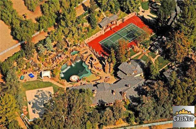 This aerial shot gives you a sense of the enormous size of the house... and especially that pool.