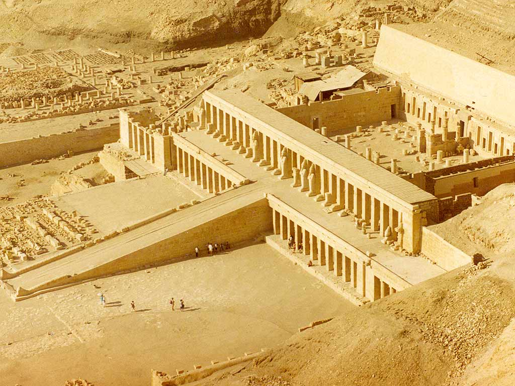 Thebes took the lead with 75,000 people by 1500 B.C.