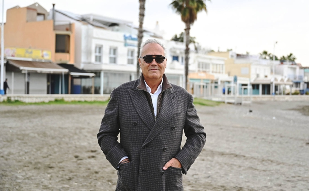 Mario Husillos, on Pedregalejo beach, his most common setting.