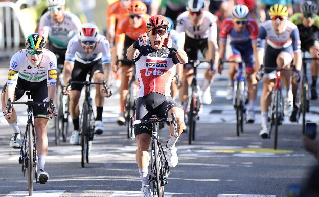Caleb Ewan wins the third stage of the Tour at the Sisteron finish line.
