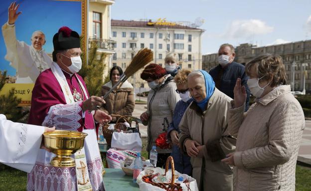 Bendición de fieles bielorrusos.