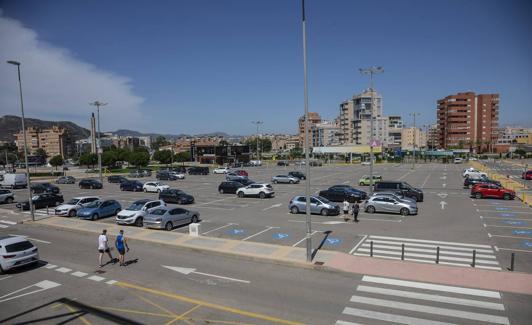 Mandarache Shopping Center parking.