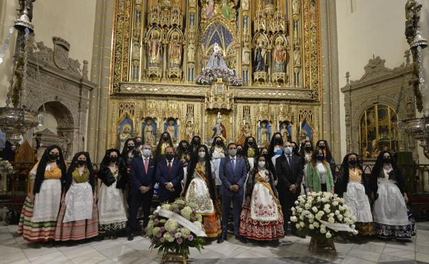 Floral offering of the candidates for Reina de la Huerta, this Tuesday at the Cathedral.
