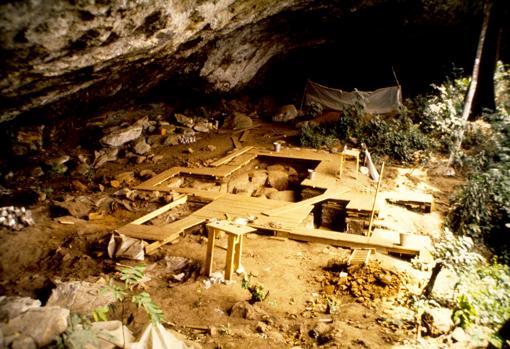 Vista general de la excavación de Shum Laka en Camerún