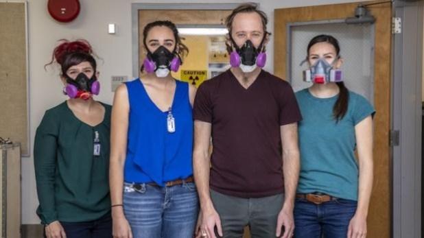 Los científicos tuvieron que tomar precauciones contra la radiactividad y el coronavirus para realizar experimentos con el einstenio