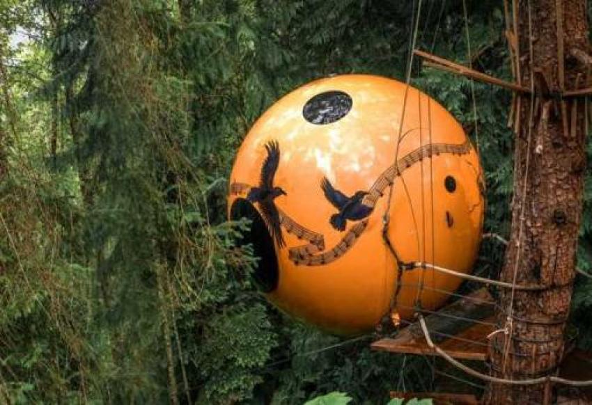 Imagen de una de las cápsulas del resort Free Spirit Spheres