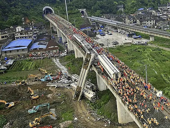 Gigantic accidents occur on newly built high-speed rail lines