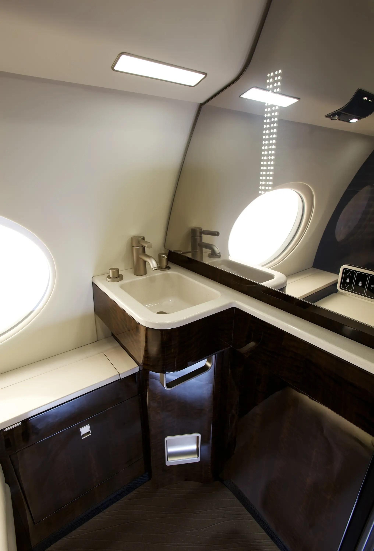 El lavabo se parece mucho más agradable que lo que ha encontrado en la mayoría de los aviones.