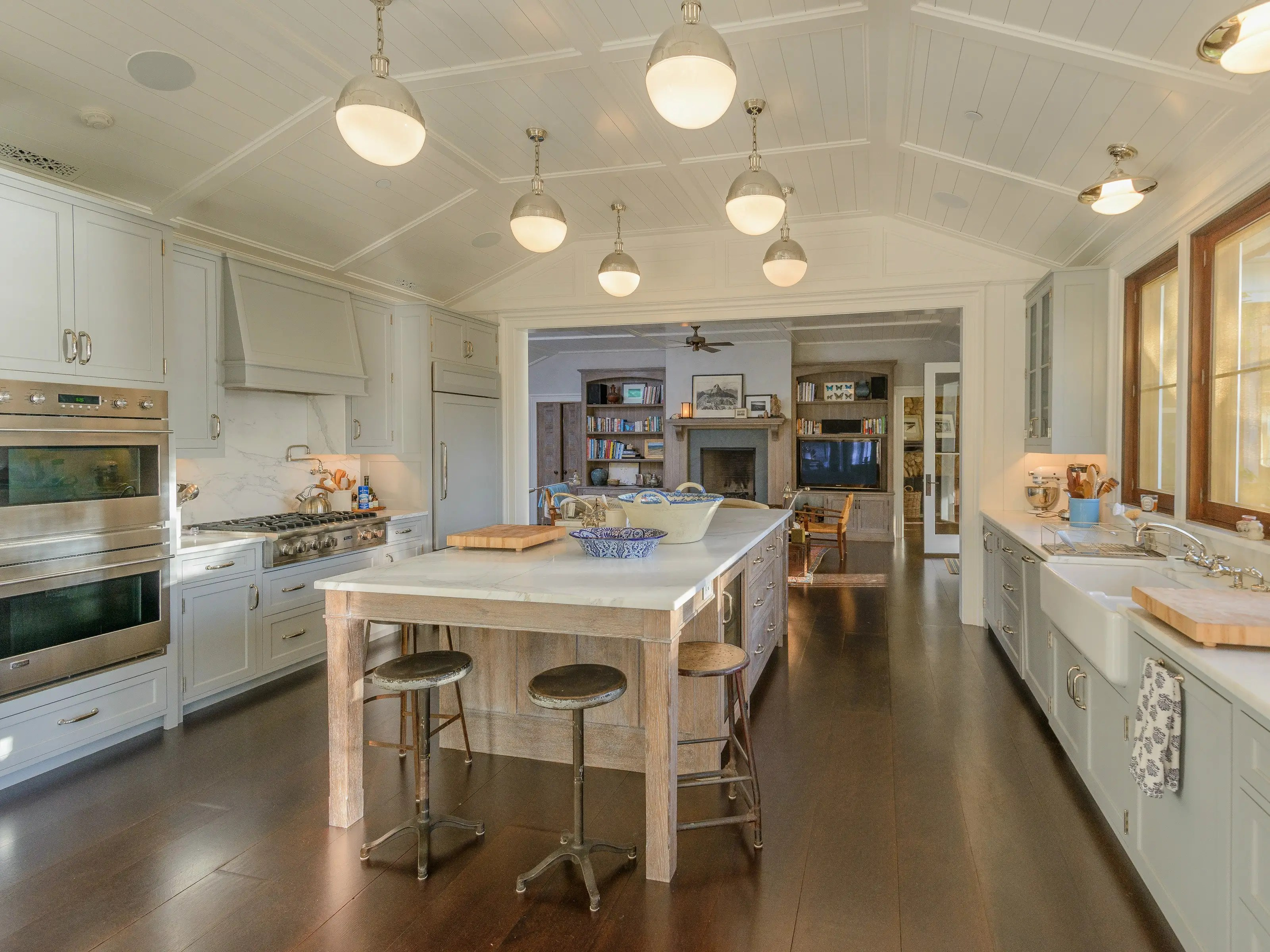Not to mention a gorgeous kitchen with central island and high-tech kitchen appliances.