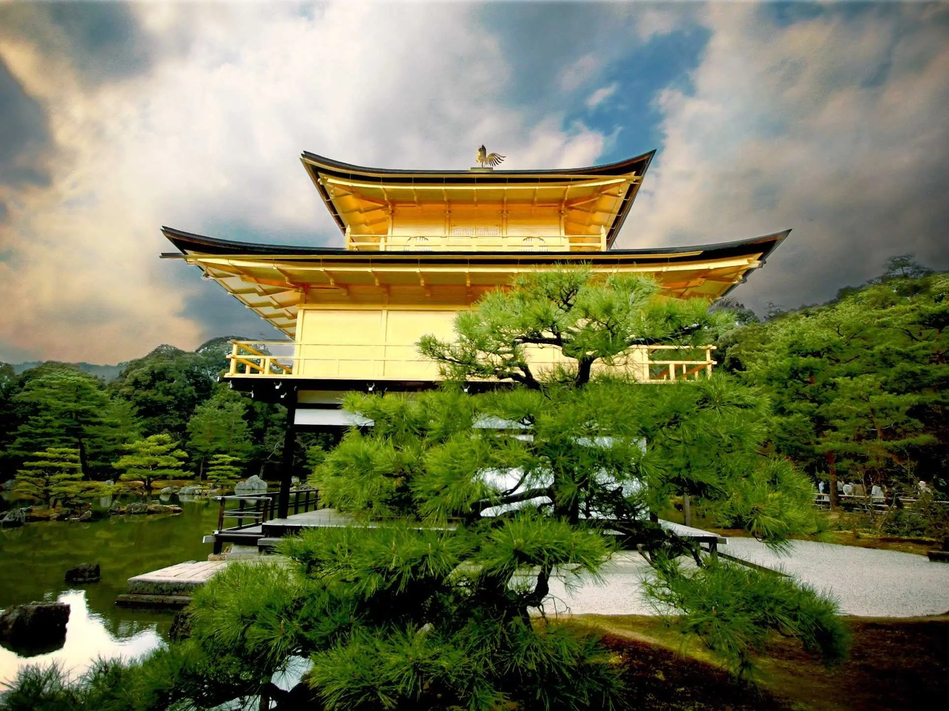 Notice the incredible harmony between the Golden Temple in Kyoto, Japan, and the 'Muromachi'-style garden surrounding it.
