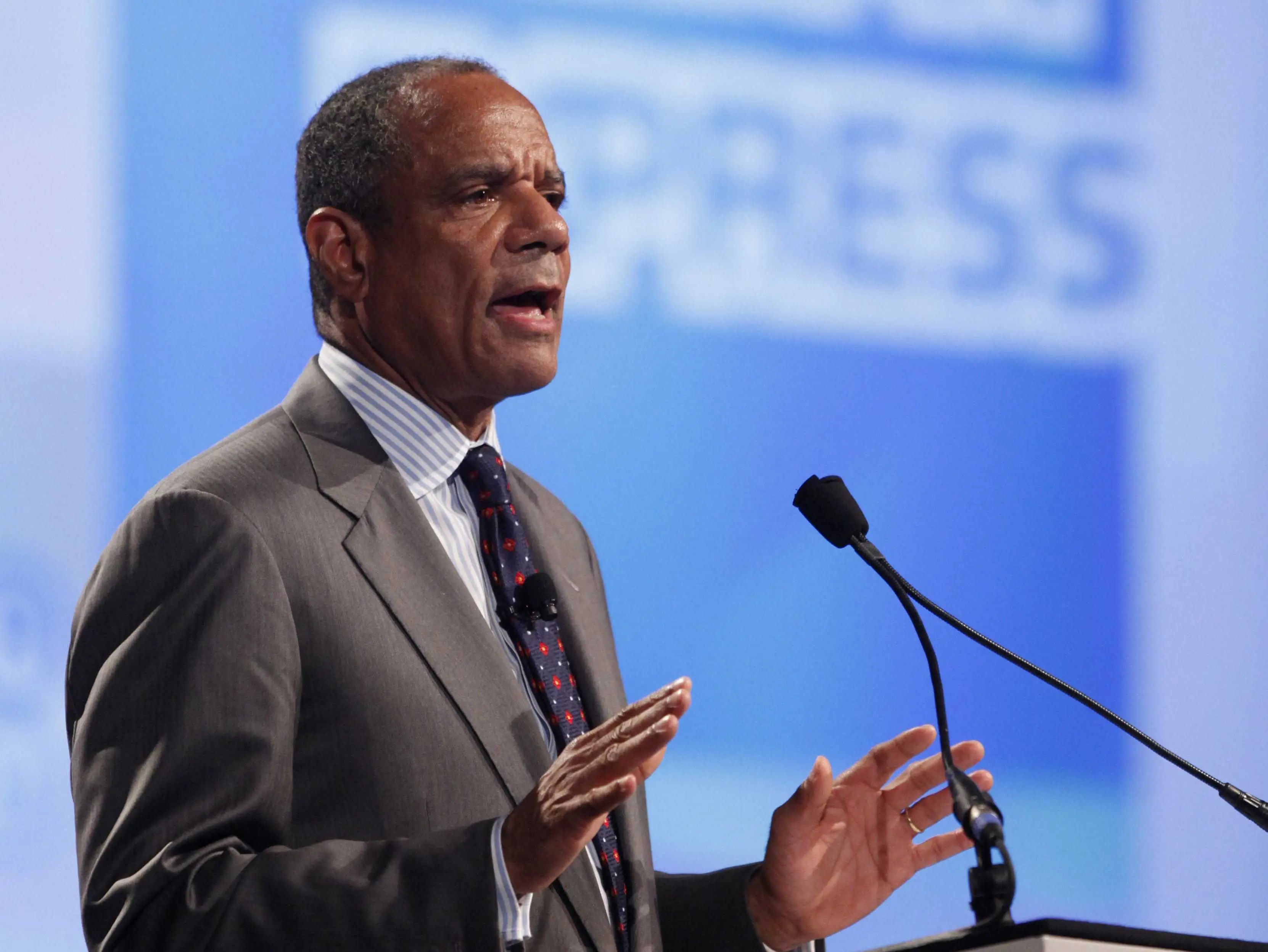 Kenneth Chenault, CEO of American Express, writes down three things he wants to accomplish the next day.
