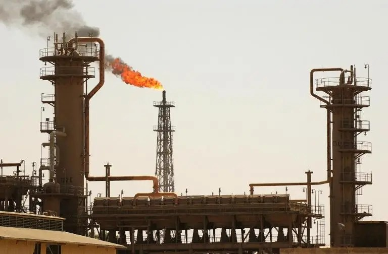 Iraq's largest oil refinery in the northern town of Baiji on August 5, 2003